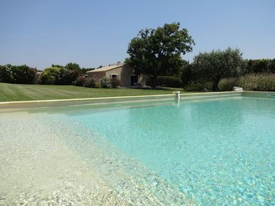 Photo for At the foot of Mont Ventoux, between Avignon and Carpentras, cottage with air-conditioning