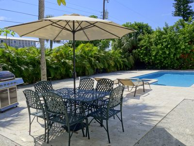 Shamrock Palms:Great Ground Level Home,Heated Pool,Hot Tub,3.5 Blocks to Beach!!
