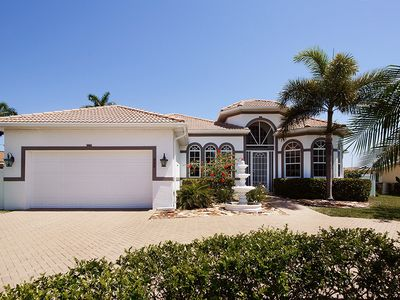 Photo for Luxury Villa in Cape Coral - Modern equipped holiday home with boat for rent