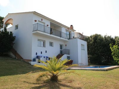 Photo for Luxury modern villa with  heated pool and sea views in beautiful Begur