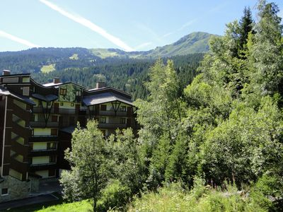 Photo for 1 Bed Apt, Sleeps 5, Sauna, Wifi, Covered Parking, Kitchenette, Close to Slopes