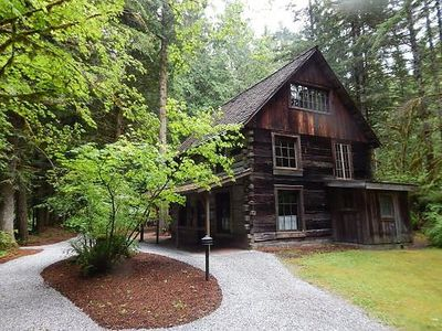 Photo for Apartment 85SW Deluxe Condo on 20 Acres in Mount Baker/Glacier - 4 persons, 2 bedrooms