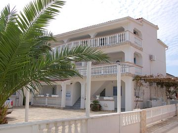 Modern apartments in a very quiet location, suitable for families with children, 50 m beach