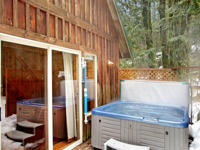 Photo for Charming dog-friendly cabin close to riverfront w/private tub