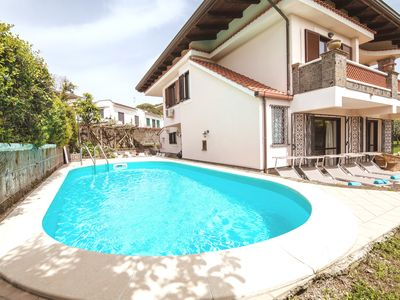 Photo for Villa with breathtaking pool and garden, suitable for families, near Sorrento