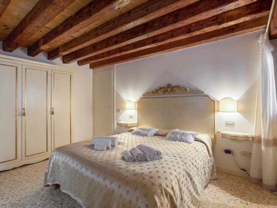 Photo for Santacroce Suite, 2 steps from Stazione and San Stae