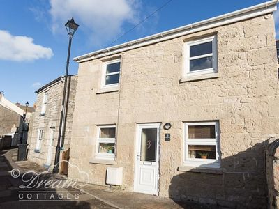 Photo for AMMONITE COTTAGE, family friendly in Fortuneswell, Ref 993922