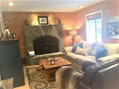 Living Room with Gas Fireplace, Flat Screen TV/Stereo, Recliner