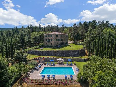 Villa Belgarbo: A charming and bright two-story villa situated in an elegant eighteenth-century building, with Free WI-FI.