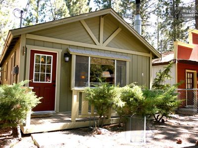 IMMACULATELY CLEAN CABIN SLEEPS 6.  2 BEDROOM 1 FULL BATHROOM. ALL NEW DECORATED