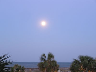 a full moon on right off our balcony!
