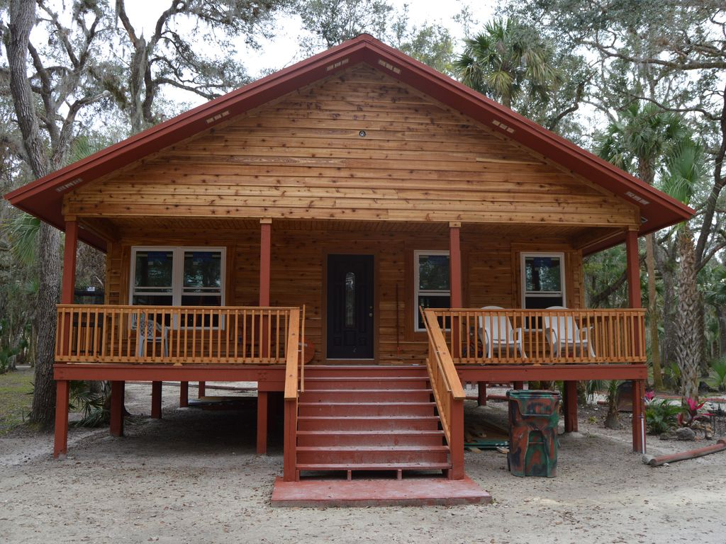 2 br log cabin home optional bunkhouse cab vrbo for Wheelchair accessible homes for sale in florida