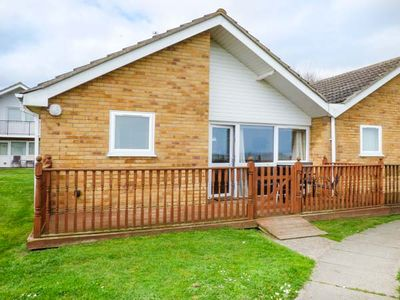 Photo for OCEAN VIEW, family friendly, with pool in Corton, Ref 946071