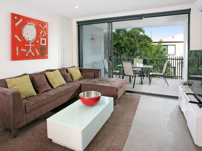 Photo for Executive 3BR Bulimba apartment with leafy outlook