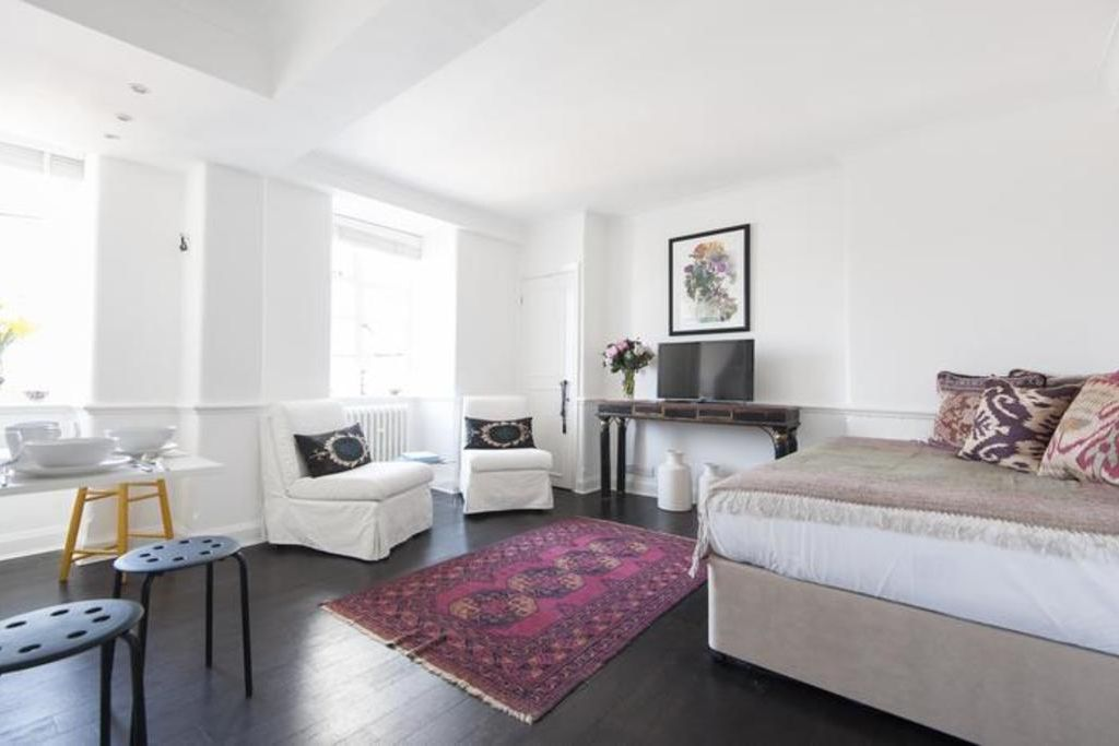 London Home 521, You will Love This Luxury 1 Bedroom Holiday Home in London, England - Studio Villa, Sleeps 2