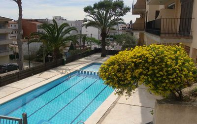 Photo for Comfortable apartment for 4, with large communal pool, ideal for families