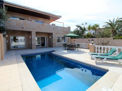 Photo for Villa in Empuriabrava canal with 4 bedrooms with private pool and mooring