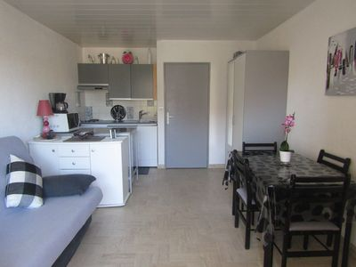 Photo for Cavalaire - Studio-conditioned cabin SEA downtown at 100 meters from the beach