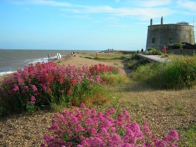 Photo for Suffolk Coast - Close to beach, Overlooking golf course,, - Felixstowe Ferry