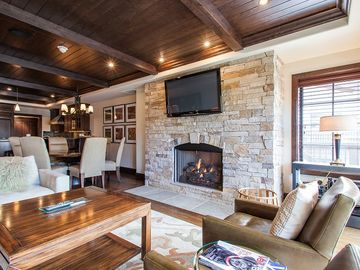 Vail Village, 3 Bedrooms, Sleeps 6, Hot Tub, Pool, Heated Parking