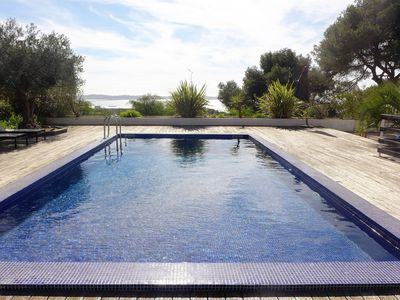 Photo for This 5-bedroom villa for up to 10 guests is located in Hyeres/Hyères and has a private swimming pool