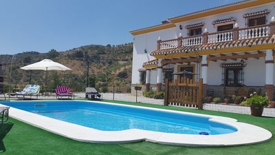 Villa Rosal  private and spacious, large 8x4 swimming pool with Roman steps