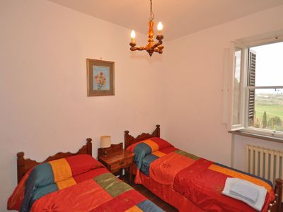 Photo for Cosy apartment with WIFI, pool, pets allowed, panoramic view and parking, close to San Gimignano