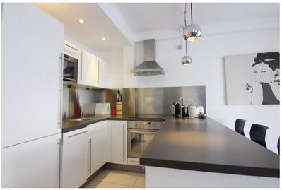 Beautiful modern 2/3 bedroom apartment with open kitchen and living room -  Cannes City Centre