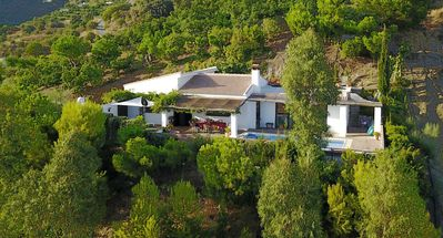 Secluded. Country Villa with pool Just Minutes From The Coast.