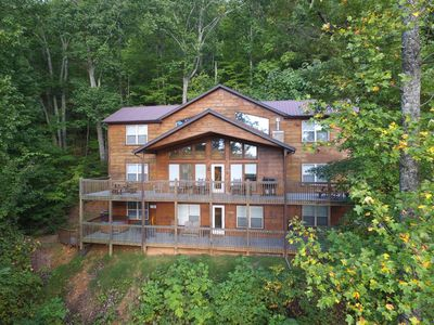 Photo for MAGNIFICENT 7 - 7 Bedrooms, 7.5 Baths, Sleeps 26