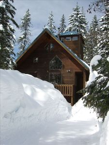Cabin Entrance and street plowed for your convenience. Room for 3 vehicles.