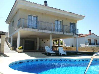 Photo for Nice house with private pool, accommodating up to 10 people.