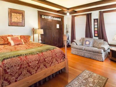 Photo for NEWLY LISTED! IN DOWNTOWN FRIDAY HARBOR! Explorer's Suite
