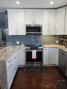 Photo for Beautiful renovated 3 bedroom apt near Boston.