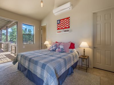 Newly Built! Utterly Adorable, Utterly Charming Studio, Nestled amidst the Ponderosa Pines!