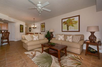 Photo for Beautifully Decorated 2 Bed 2 Bath Condo Near Pool. OW20-206