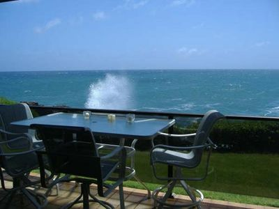 An elevated table on the lanai affords unobstructed views.