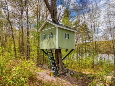 Photo for Waterfront home w/ screened-in porch, bonus treehouse/guesthouse, dock – dogs OK