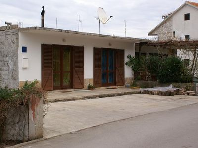 Photo for Two bedroom apartment with terrace Jelsa, Hvar (A-4040-a)