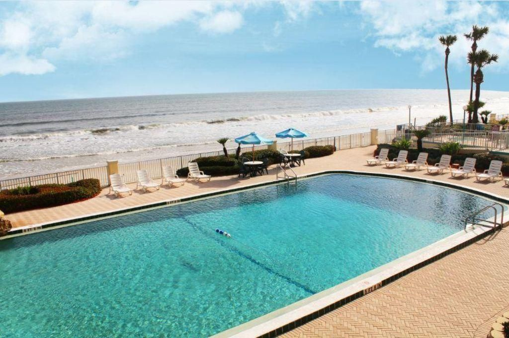 Lovely Beachfront Condo w/ 3 Heated Resort Pools, Free WiFi & Free Parking