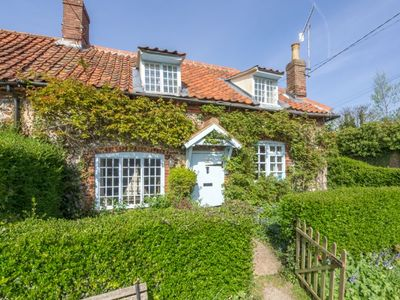 Photo for Brooke Cottage is everything you could imagine in a traditional old Norfolk cottage.