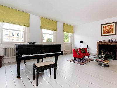 Photo for 4 bed apt in an amazing location! Walk to South Kensington attractions (Veeve)
