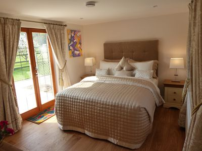 Photo for 1 double room in cosy private cottage, Henley on Thames