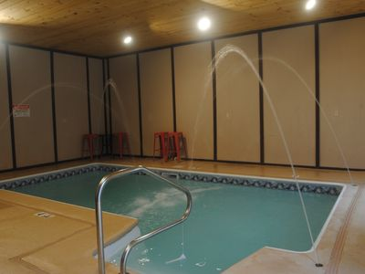 Private indoor pool. 6 bedroom, 4 bath 3750 sq. ft. near Dollywood. Sleeps 18