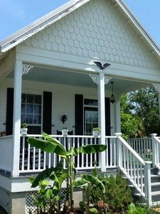 Photo for Cozy 1 bedroom/ 1 bath minutes from the beach, fishing and Old Town
