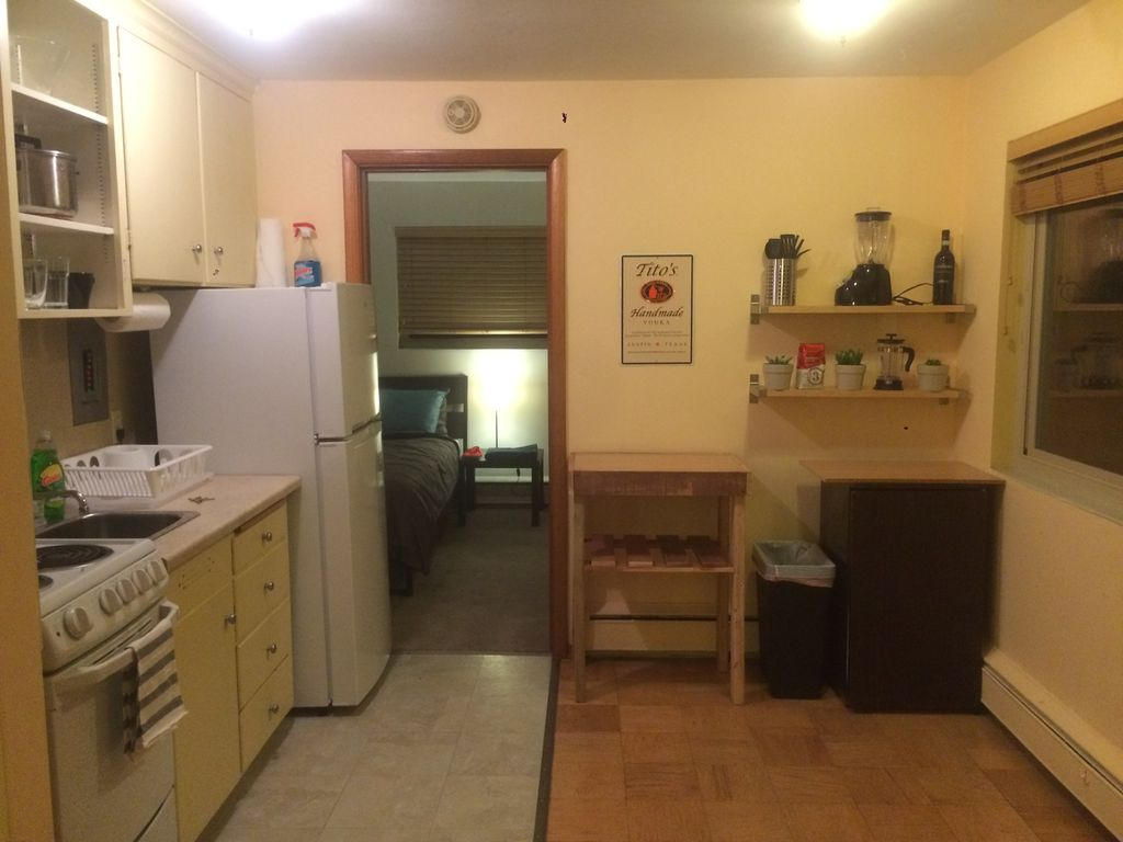 Clean and Cozy Apartment in North Capitol Hill!
