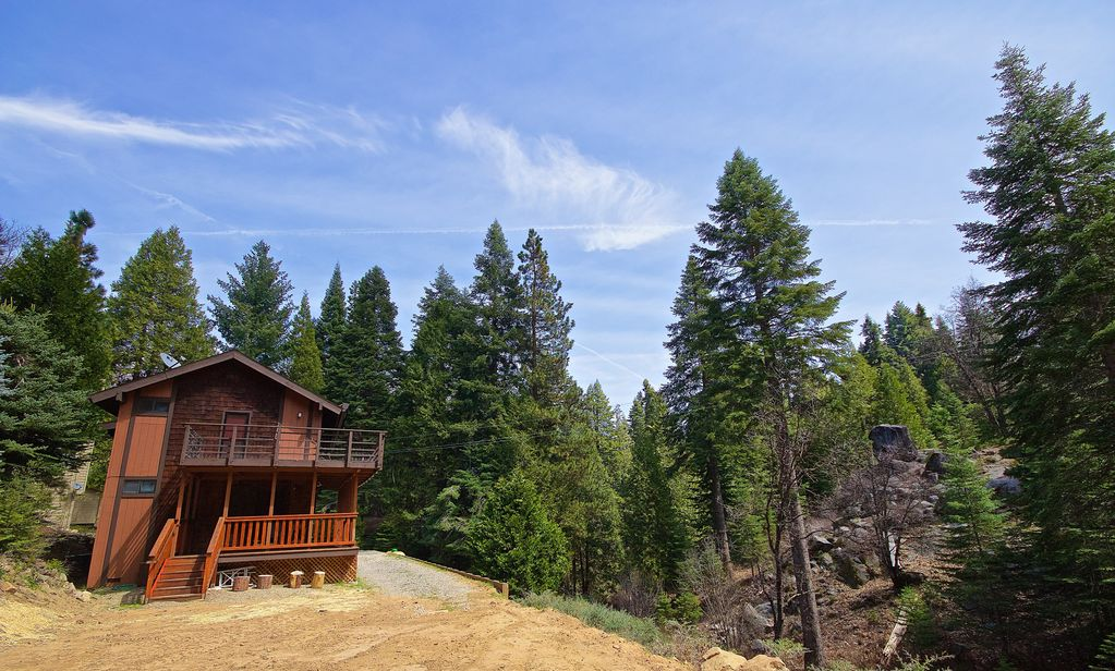 Yosemite 39 s big rock cabin less than 2 miles from the south for Fish camp yosemite