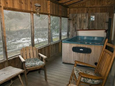 Relax at Granny's River Retreat, Short Walk to Downtown, 2BR