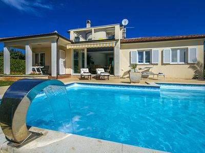 Photo for Holiday home with pool and enclosed property, pets allowed