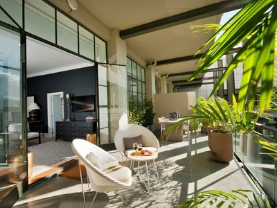 Photo for NY-style apt, 2 bed, large sunny terrace, rooftop pool Auckland City